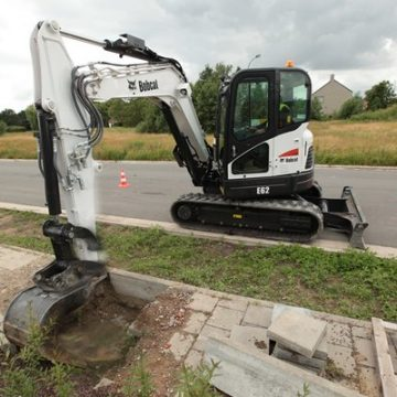 Bobcat-Excavator-E62-Bucket-Road-IMG_0343-130801.jpg_Interflow-JPG-Fit-to-Box_600_500_true