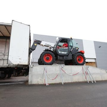 Bobcat-Telescopic-Handler-T35105-Pallet-Fork-loading.jpg_Interflow-JPG-Fit-to-Box_600_500_true
